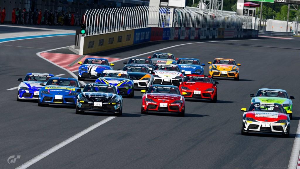 4/24(金)にeRacer部GTSport4月定例レースが開催され、昨年はロードスターパーティーレース東日本シリーズでチャンピオンを獲得し、2020年は86/BRZレースのエキスパートクラスへ参戦が決定している冨林 勇佑選手が優勝した。